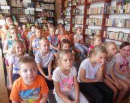Bábozás a kicsik örömére az iskola könyvtárában   2015-09-17