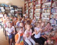 Bábozás a kicsik örömére az iskola könyvtárában