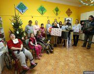 Down-szindrómás gyerekeket ajándékoztak meg az SZKKSE lányai | 2013-12-19