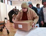 Rászorulóknak osztottak csomagot Szőreen | 2019. február 28.  csütörtök | Fotó: Szabó Luca, szeged.hu