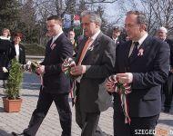 Szőregen közösen koszorúztak a pártok képviselői   2011-03-11