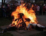 Télűző maszkot készítettek, kiszebábot égettek Szőregen   2014-02-27