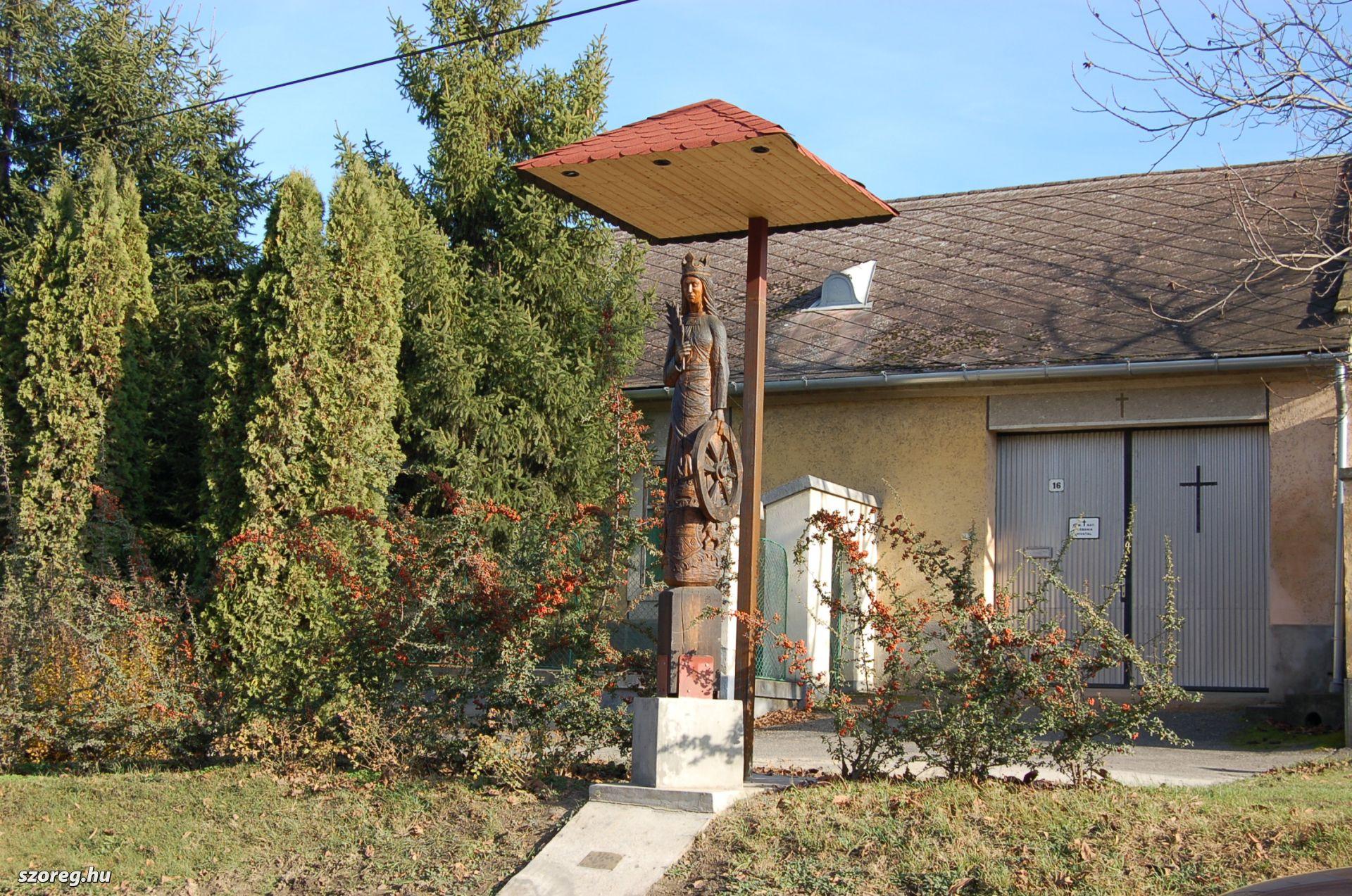 Szent Katalin szobor