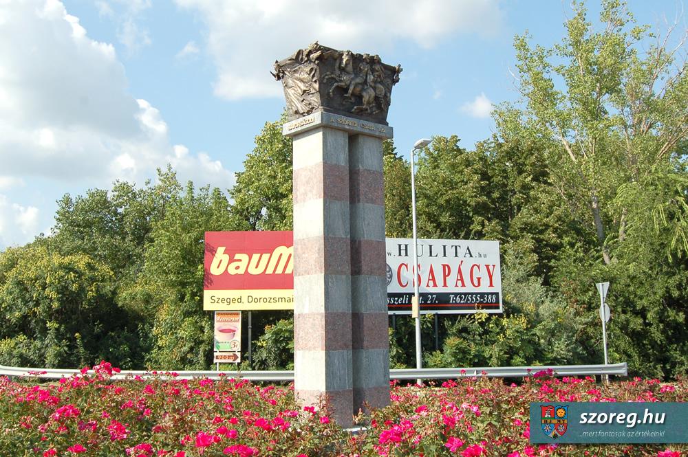 Huszárlány-szobor