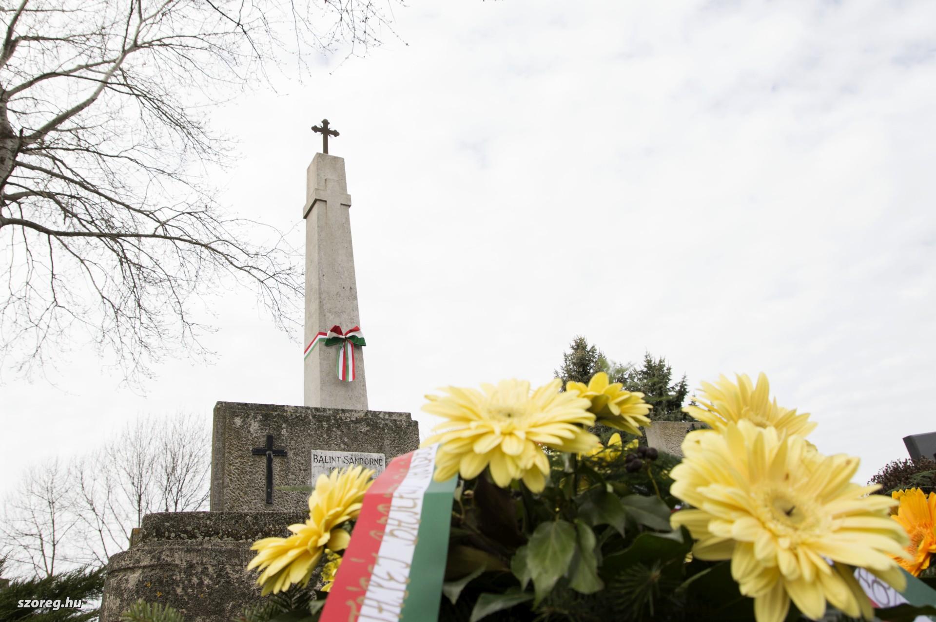 Kettős ünnepre gyűltek össze: a szabadságharc hőseire és a nagy árvíz áldozataira emlékeztek Újszegeden