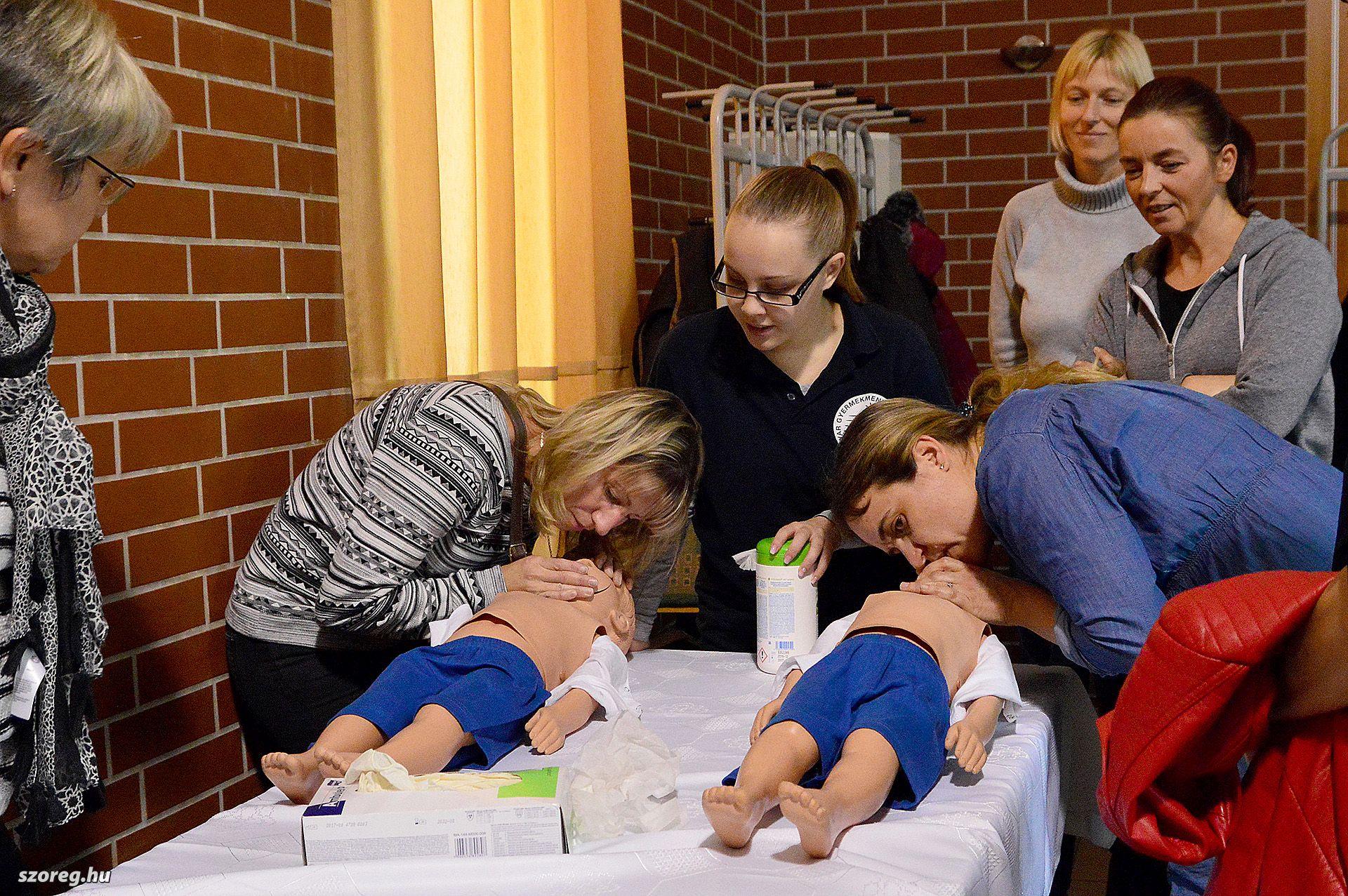 Egészségnap Szőregen: az orvosi rendelőben szűrtek, a művelődési házban életet menteni tanítottak