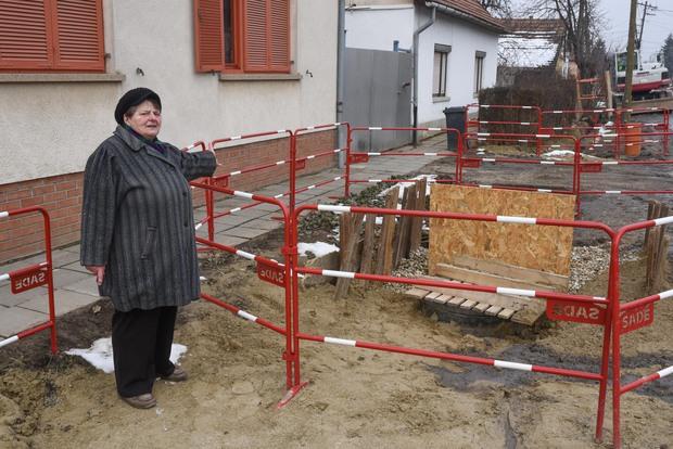 Hónapokig áll a munka a romos ház miatt