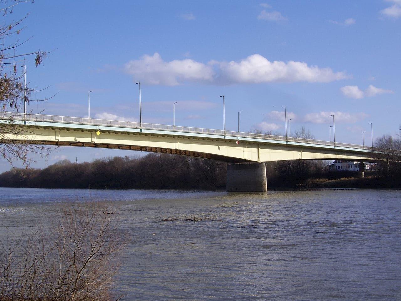 Elbontják a Bertalan híd korlátját 28 méteren, sebességkorlátozás és sávlezárás várható három hónapig