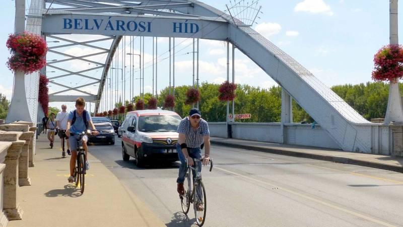Csütörtöktől ne akarjon kocsival átmenni Újszegedre a Belvárosi hídon!