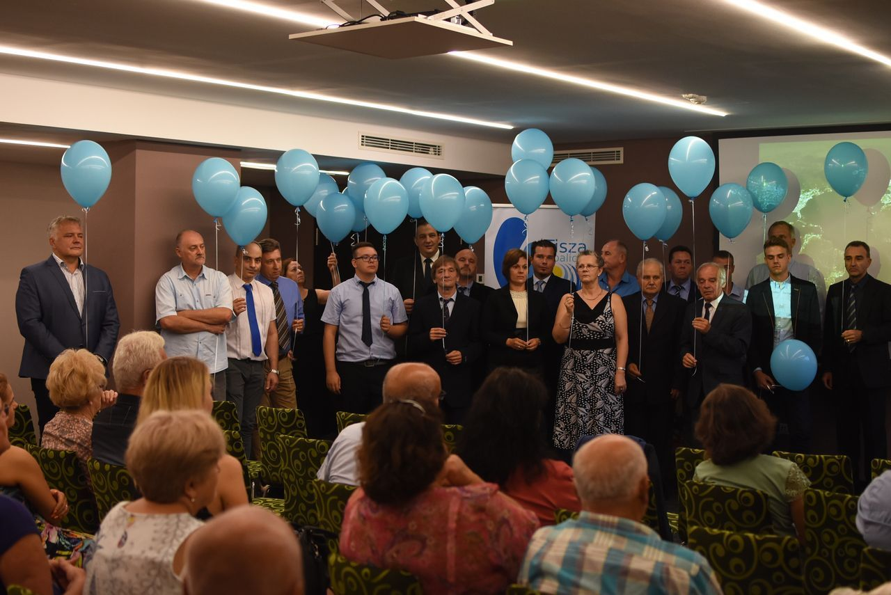 Fölszálltak a kék lufik: bemutatkozott a Tisza Koalíció