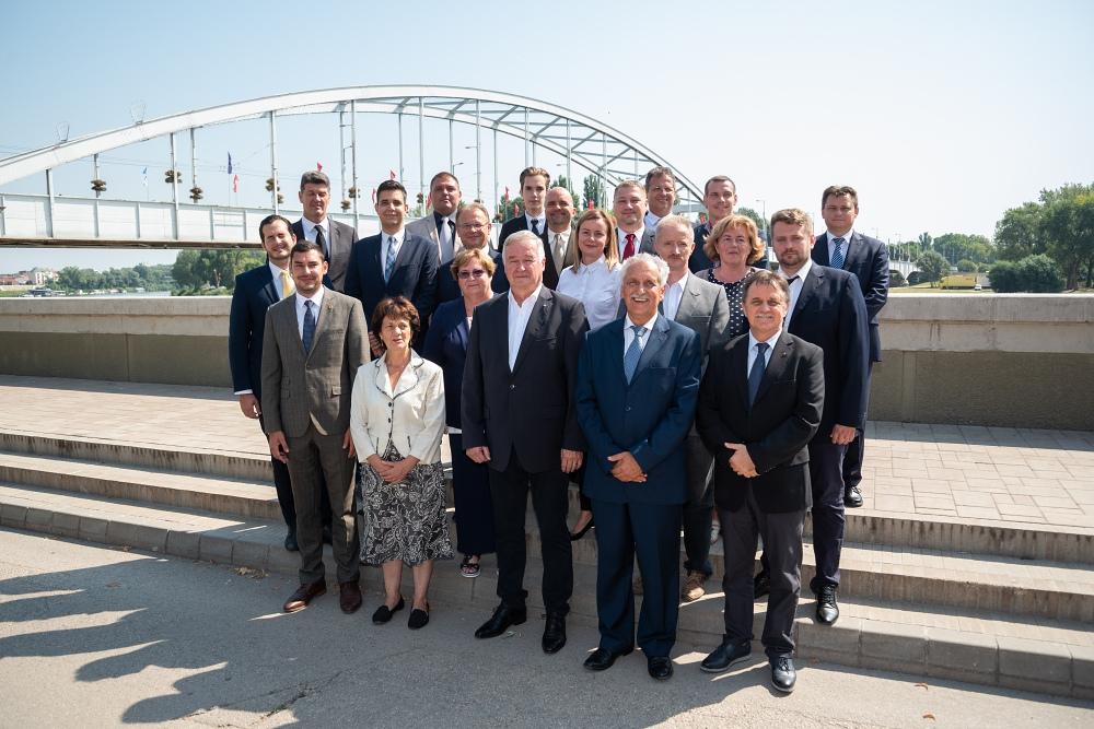 Mind a 20 körzetben leadták az aláírásokat a Fidesz-KDNP jelöltjei