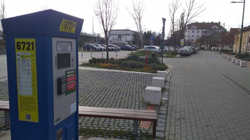 Ingyen parkolhatnak az autósok hétfőtől az egész országban