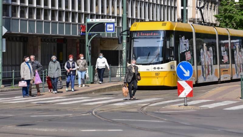 Kötelező maszkhasználat: egész Szegeden hordani kell